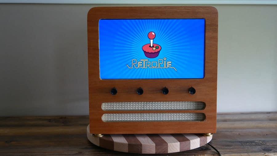 Retro Arcade Cabinet: Schöne Emulator-Konsole aus Holz