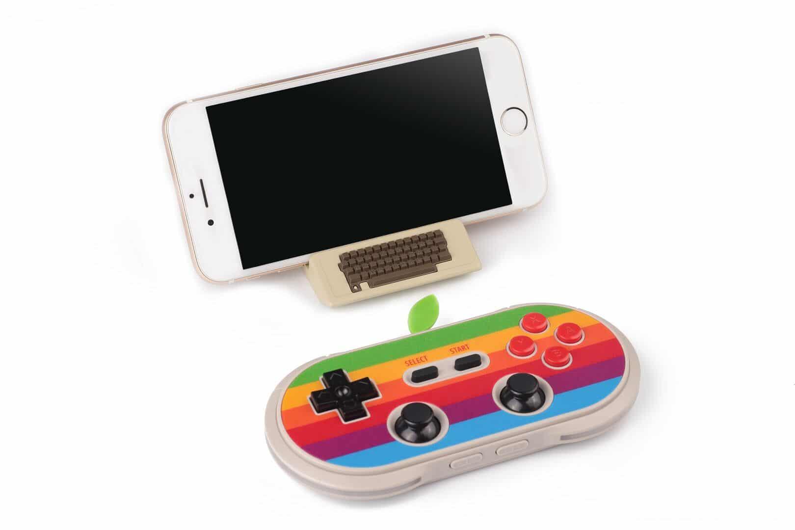 Controller und Halterung für mobile Geräte. (Foto: 8Bitdo)