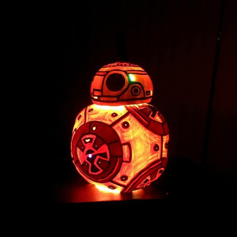 Halloween BB-8: Leuchtender Droide aus Kürbissen