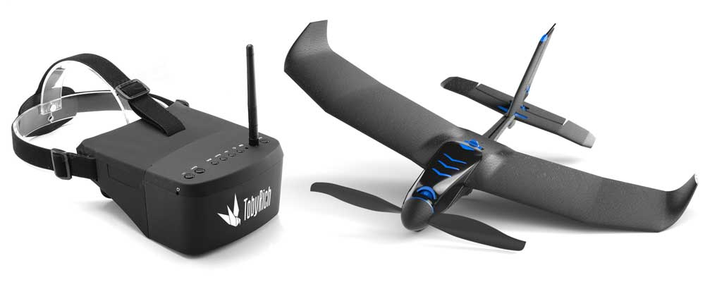 Mini-Flieger mit VR-Brille. (Foto: TobyRich)