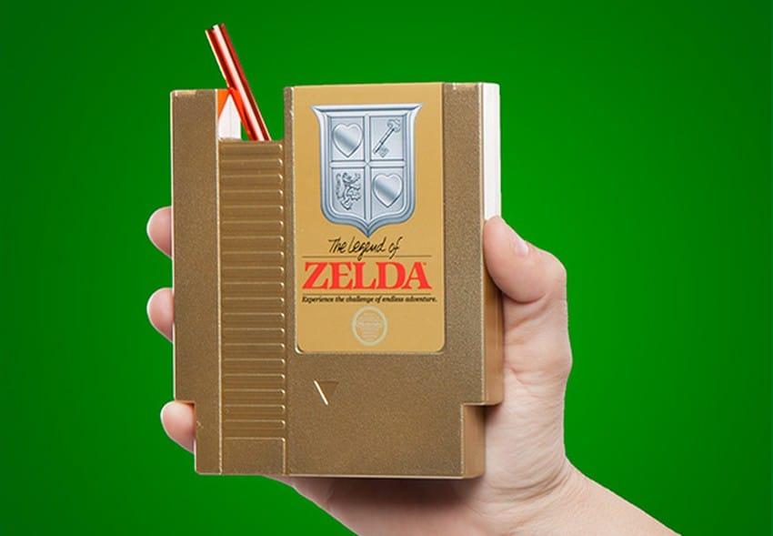 Trinkt aus einem NES-Modul. (Foto: ThinkGeek)