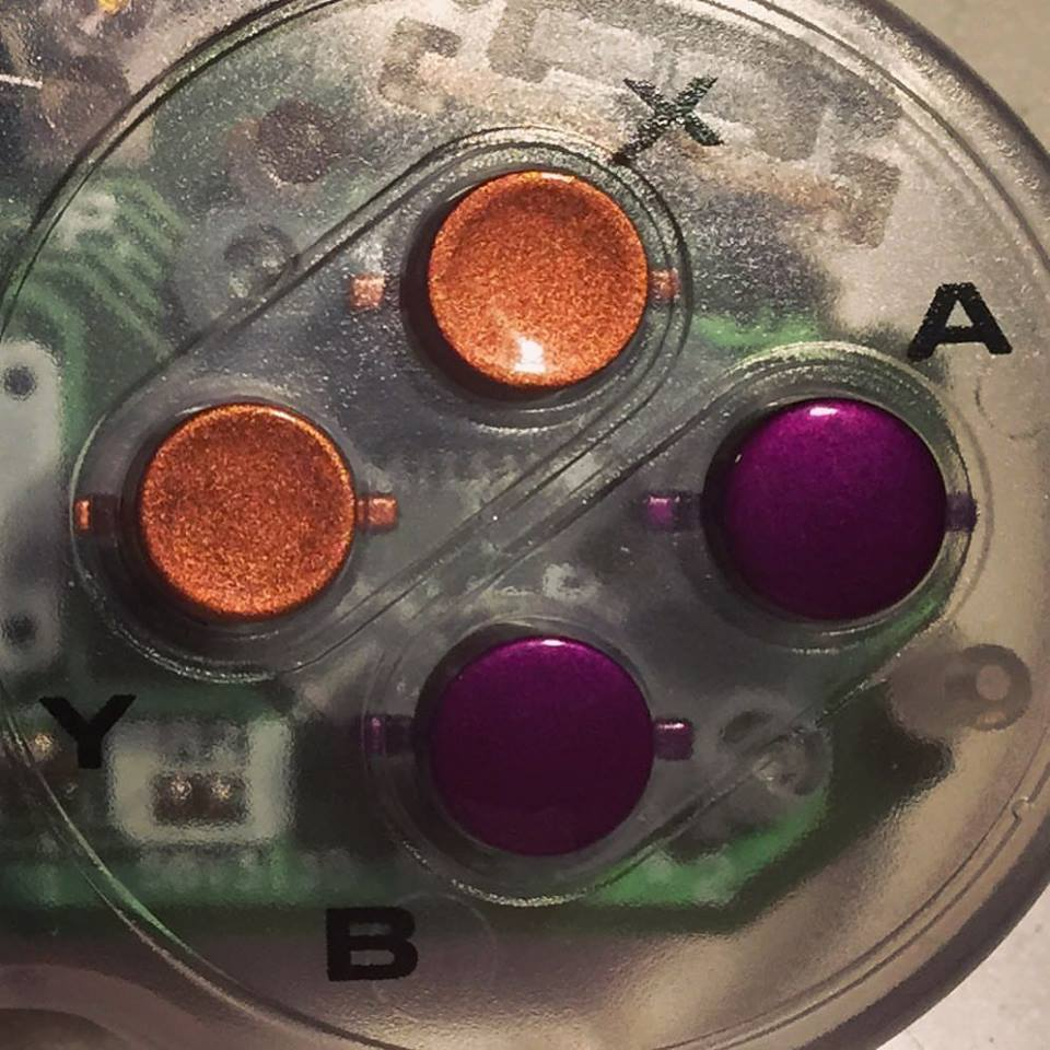 Transparent ist auch der Controller. (Foto: Rose Colored Gaming)