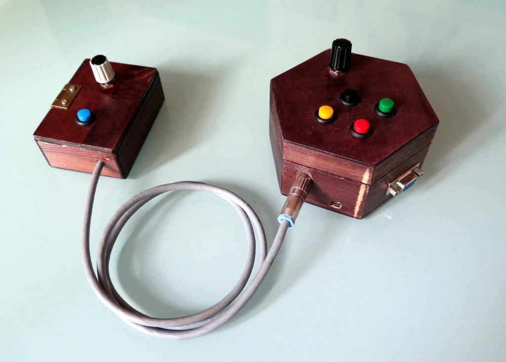Arduino VGA Game Console: Mehr Retro geht kaum. Minimalistische Konsole aus Holz