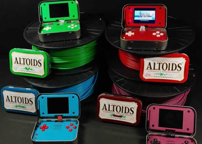 Handheld-Konsolen in Bonbonschachteln. (Foto: Sudomod)
