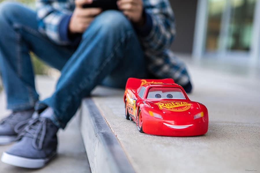 Ultimate Lightning McQueen: Der Flitzer aus Cars wird wirklich lebendig!