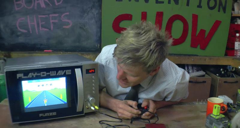 Spielen mit der Mikrowelle. (Foto: Screenshot / YouTube / Colin Furze)