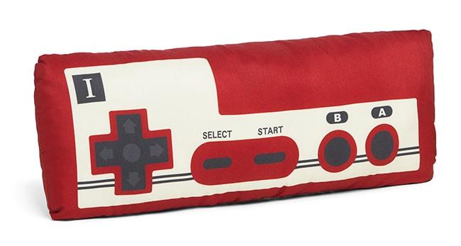 Nintendo Famicon Controller Plush: Gamepad als Kuschelkissen