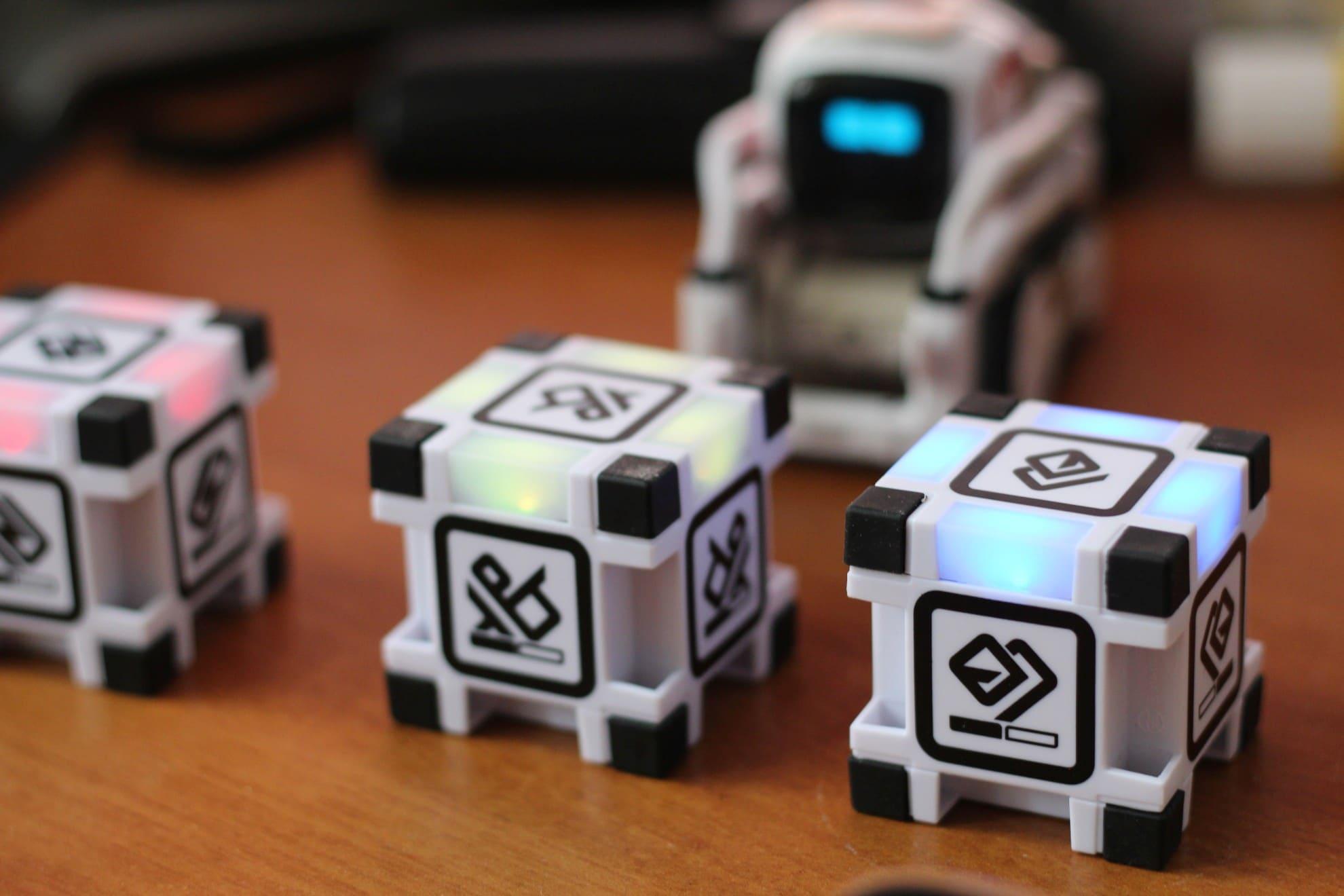 Cozmo spielt mit euch. Dabei kommen die Würfel zum Einsatz. (Foto: GamingGadgets.de)
