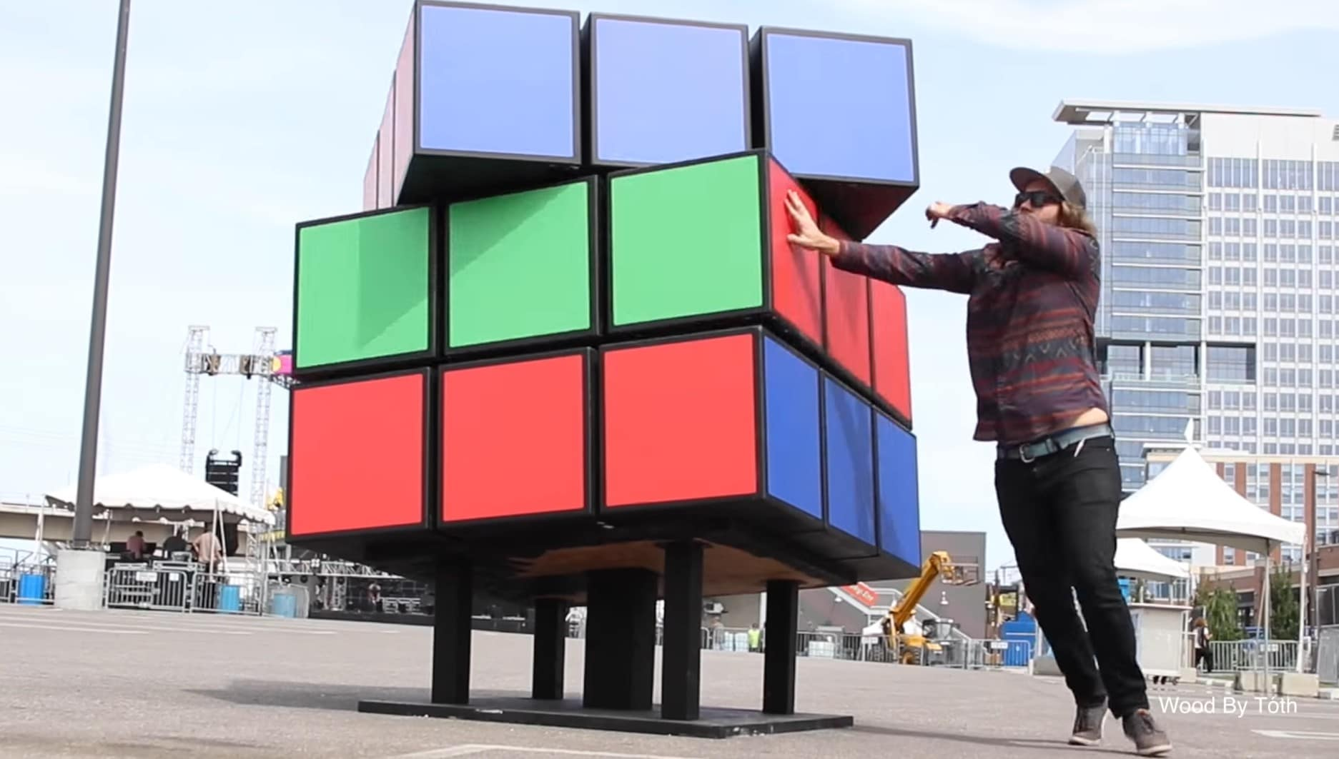 Rubik's Cube als Skulptur: Riesiger Zauberwürfel zum Spielen