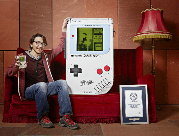 Ab ins Guinness Buch der Rekorde mit dem Gameboy. (Foto: Guinness World Records)