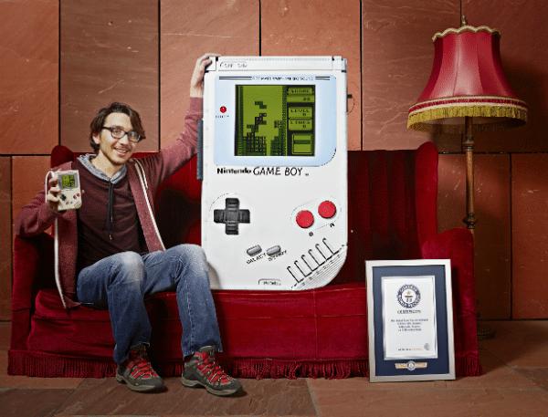 Ab ins Guinness Buch der Rekorde mit dem Gameboy. (Foto: Guinness World Records)