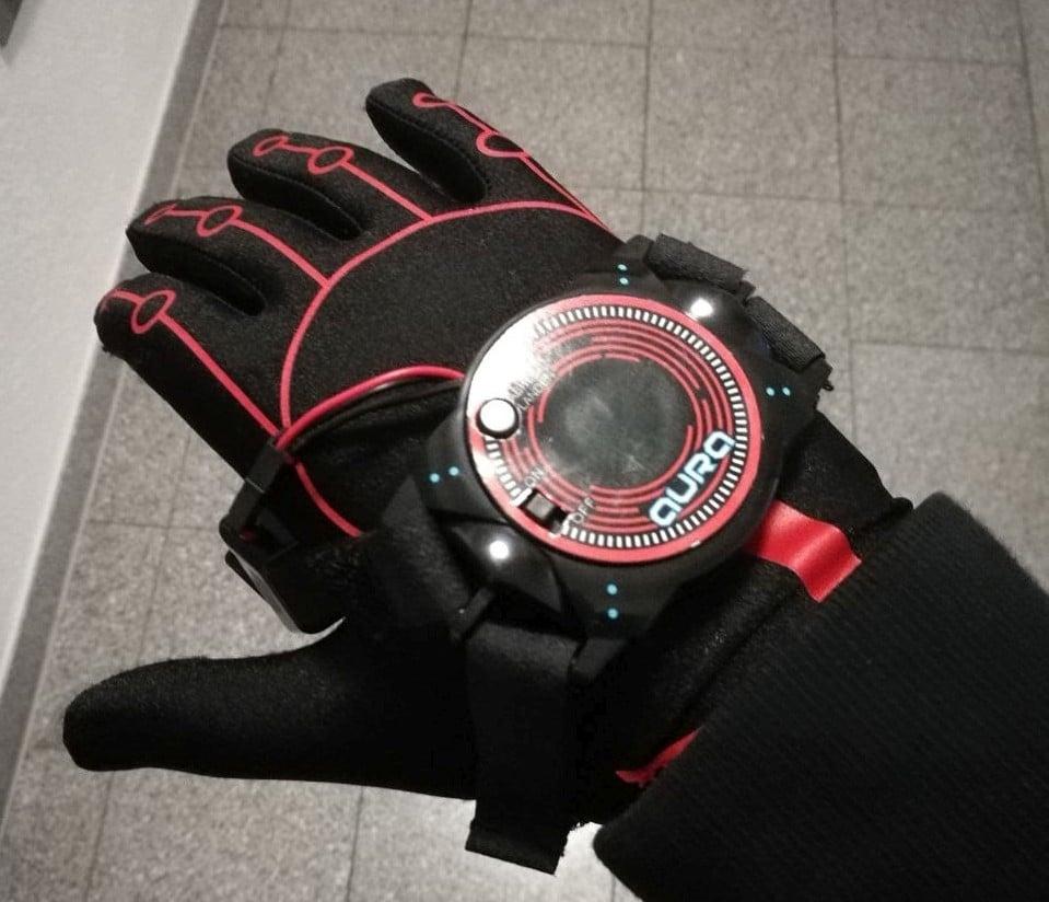 Der Handschuh passt gut. (Foto: Oliver Hermanni)