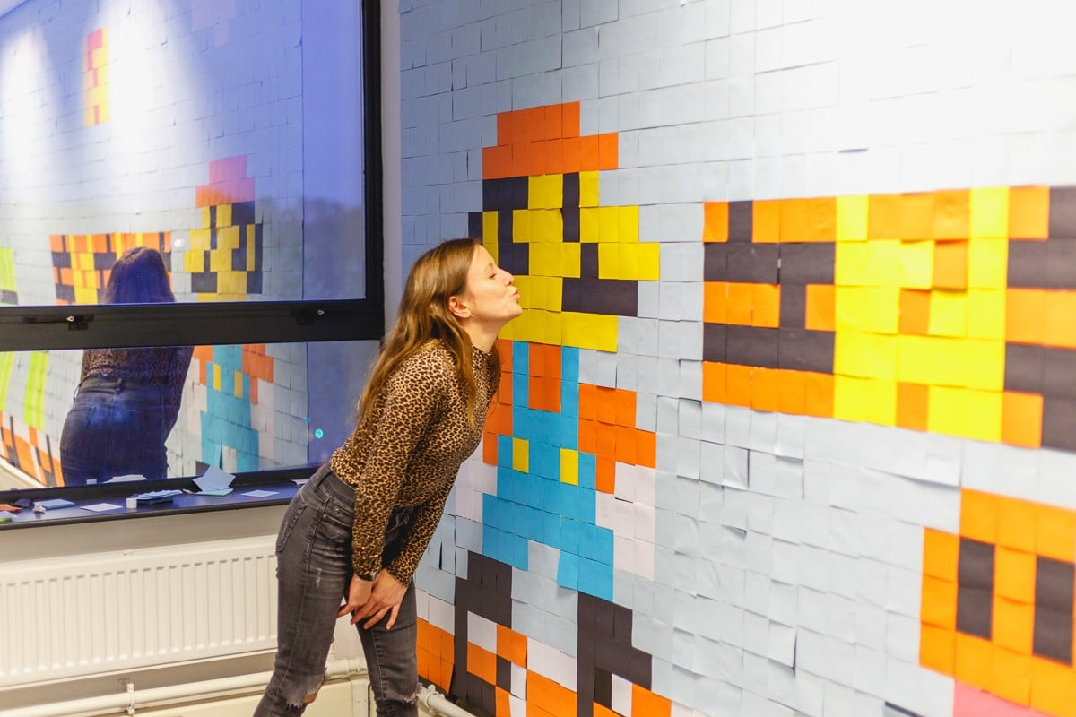 Super Mario Bros.: Riesiges Büro-Kunstwerk aus 6.223 Post-Its