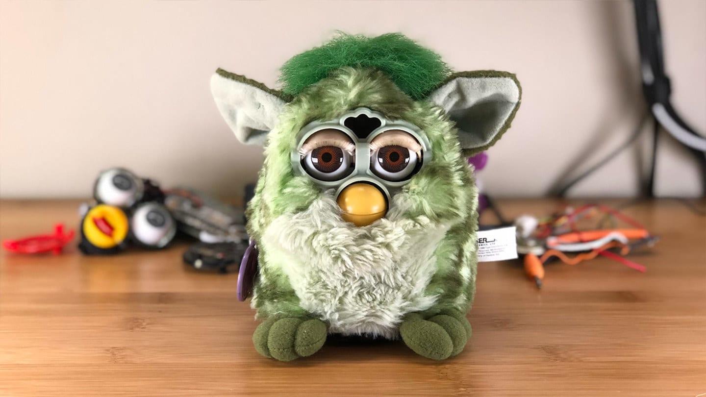 Sieht ja ganz harmlos aus, dieser DIY Furby... (Foto: Howchoo)