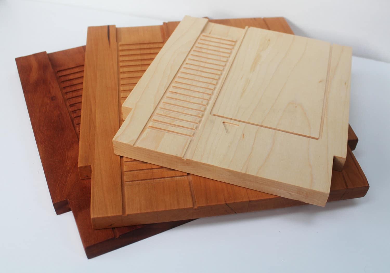 nerdige schneidebrettchen nes module aus holz. Black Bedroom Furniture Sets. Home Design Ideas