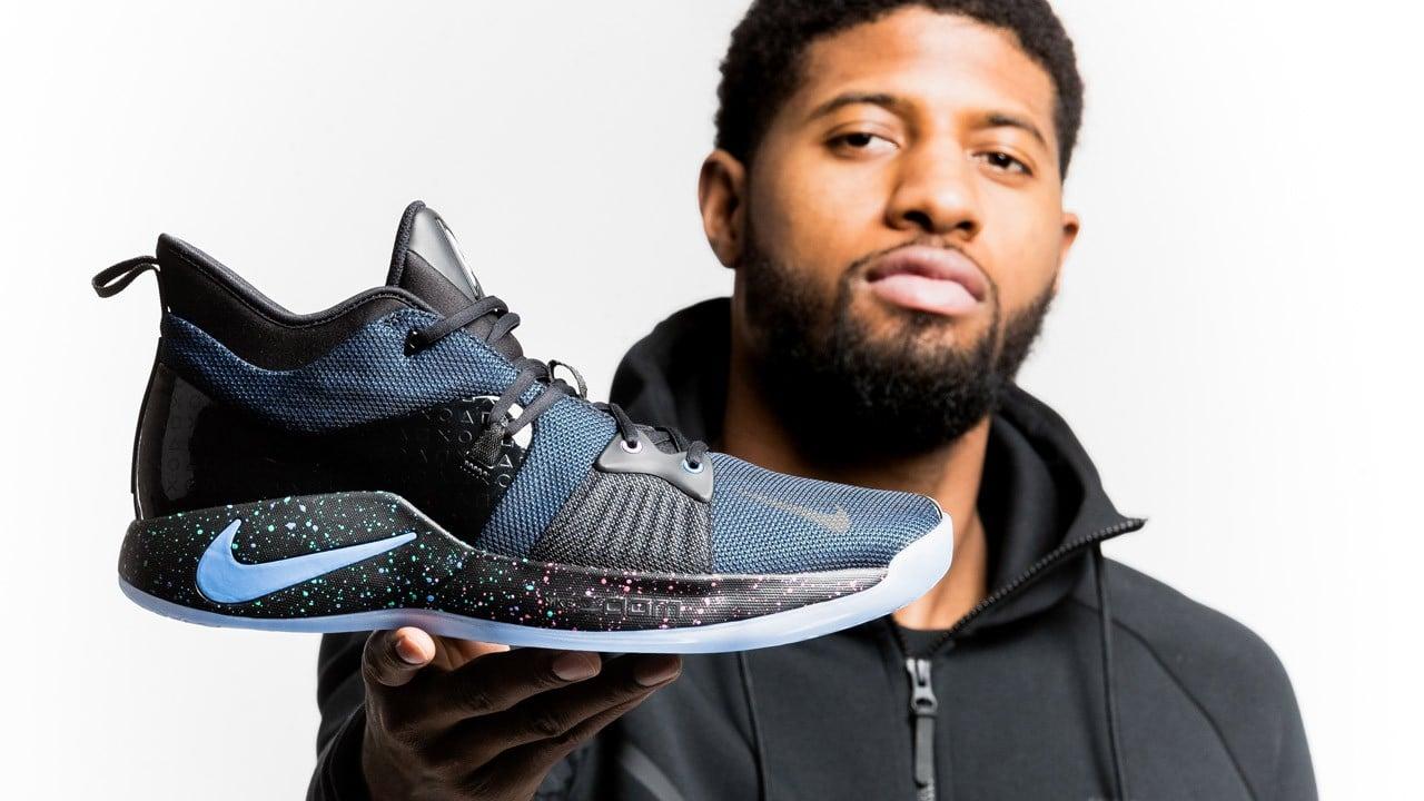 Schicke PlayStation-Schuhe. (Foto: Nike / Sony)