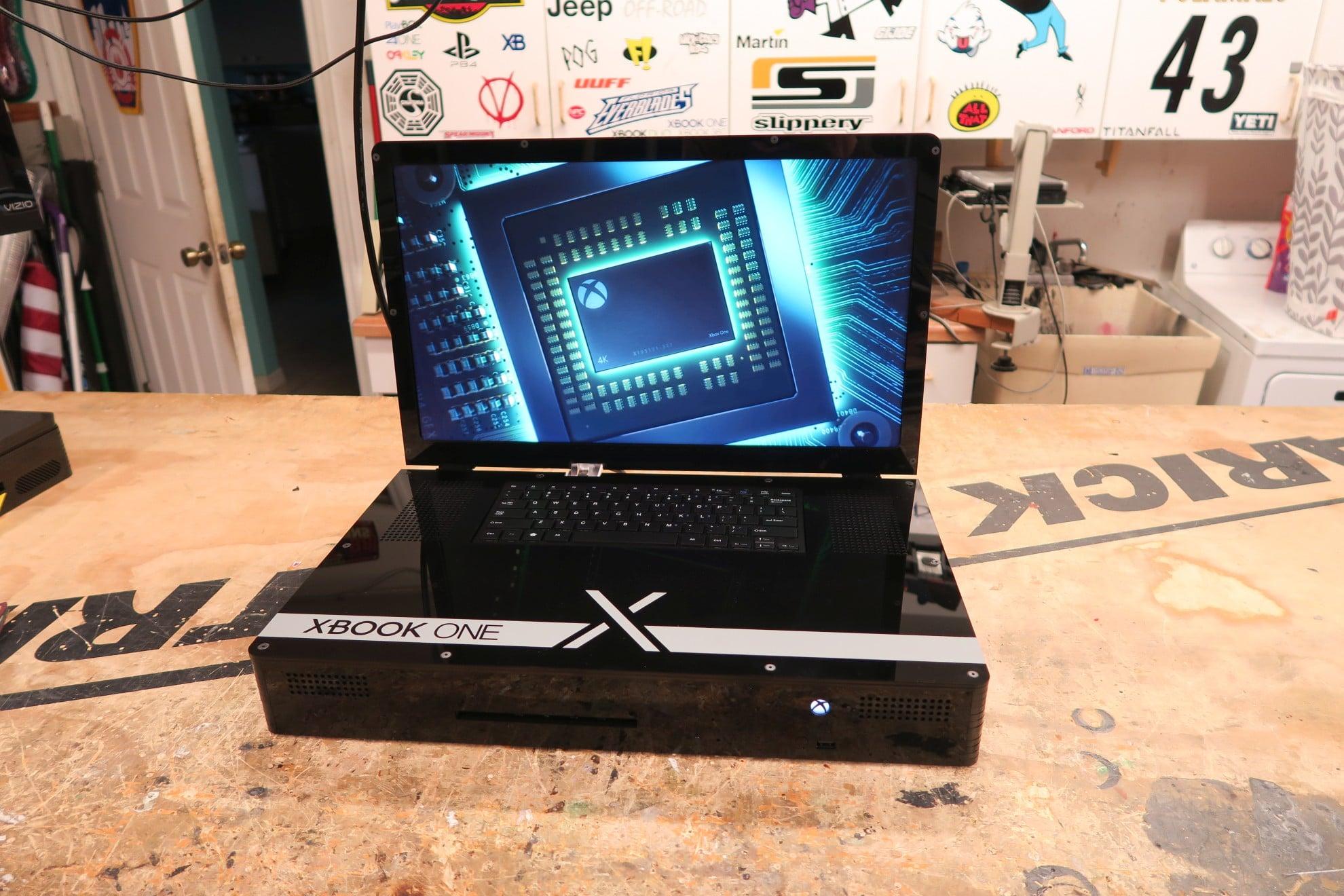 Eine Xbox One X als Laptop. (Foto: Ed Zarick)