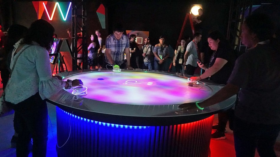 Sieht klasse aus - Air Hockey mit Augmented Reality. (Foto: karissa bell/mashable)