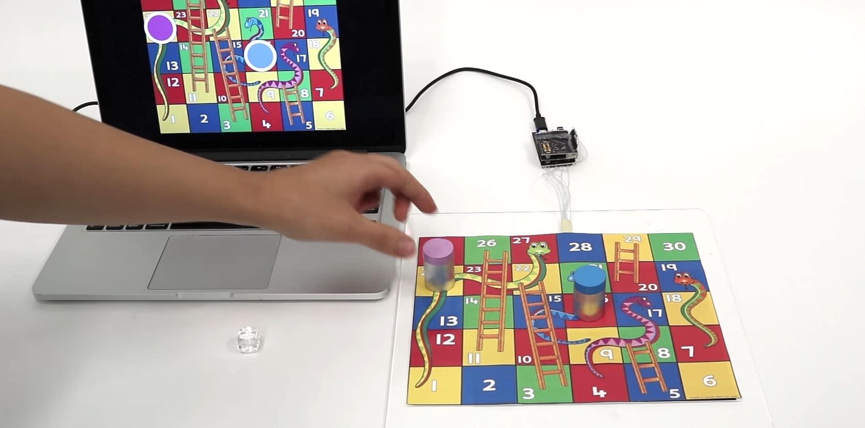 Papier wird interaktiv. (Foto: Screenshot / Youtube)