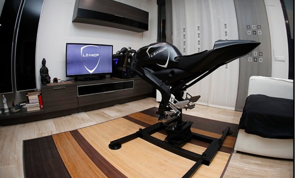 1,2 Meter lang - ihr benötigt vor dem TV also viel Platz. (Foto: LeanGP)