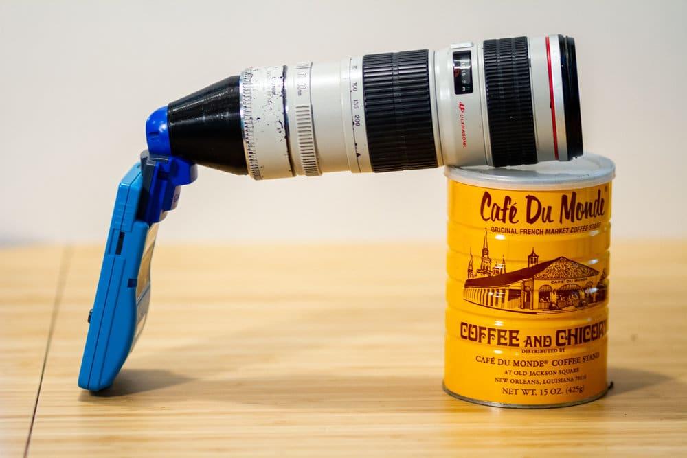 Gameboy Camera: Uralte Kamera bekommt riesiges Objektiv spendiert