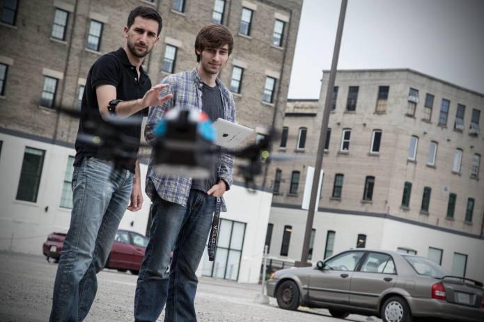 Steuert nicht nur Drohnen mit einem Armband (Foto: Visa Tech)