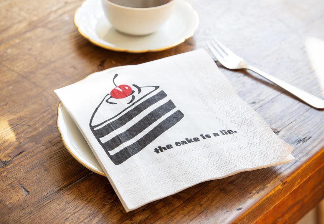 The Cake Is A Lie Servietten: Wenn es mal keinen Kuchen gibt…