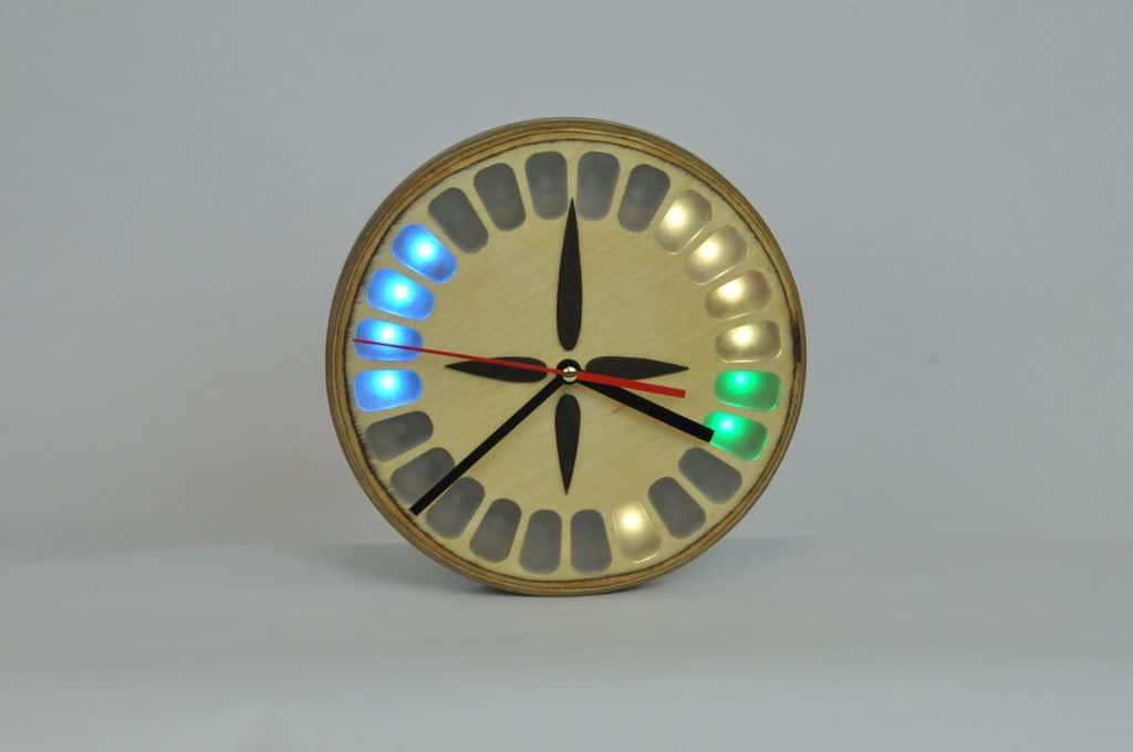 Eine Uhr, die auch was zu bieten hat. (Foto: Sam Van Hook)