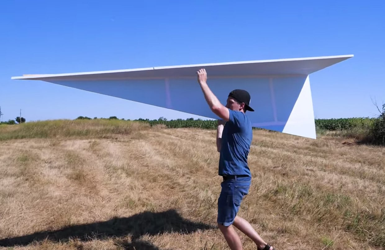XXL DIY Papierflieger: Dieses Ungetüm ist 3 Meter lang!