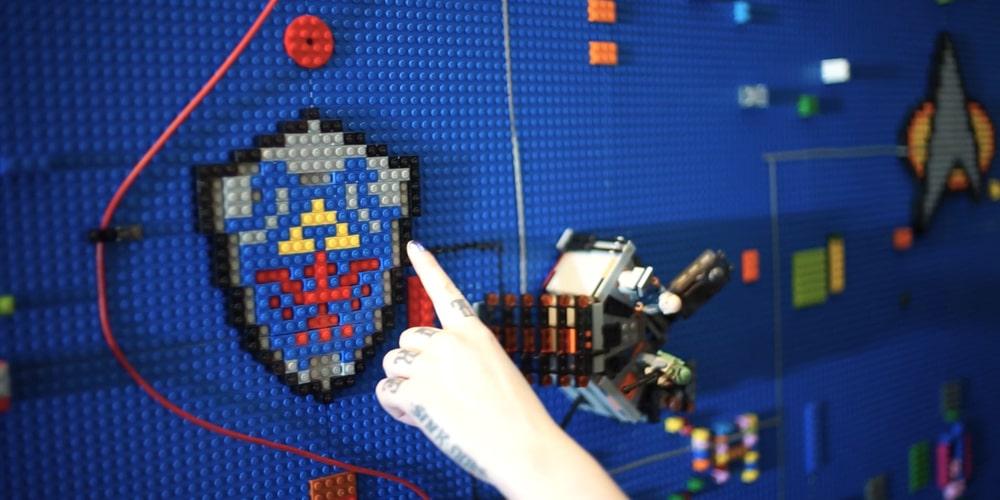 Interaktive LEGO-Wand: Verwandelt Bauklötze in eine kreative Spielfläche