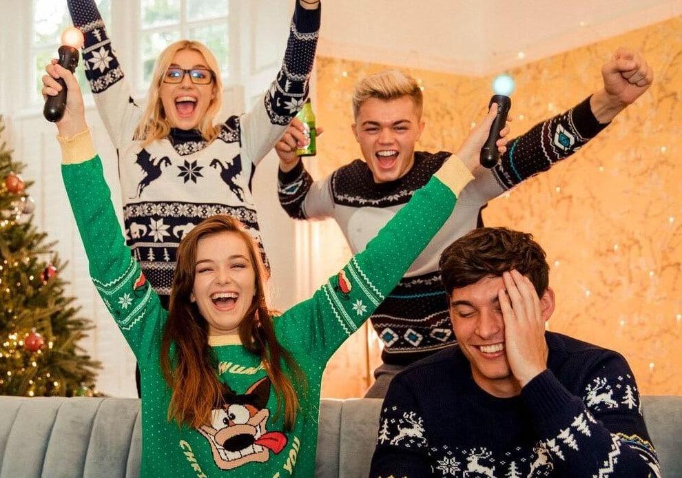 Na, welcher lustige Weihnachtspullover soll es 2018 sein? (Foto: Geekstore)