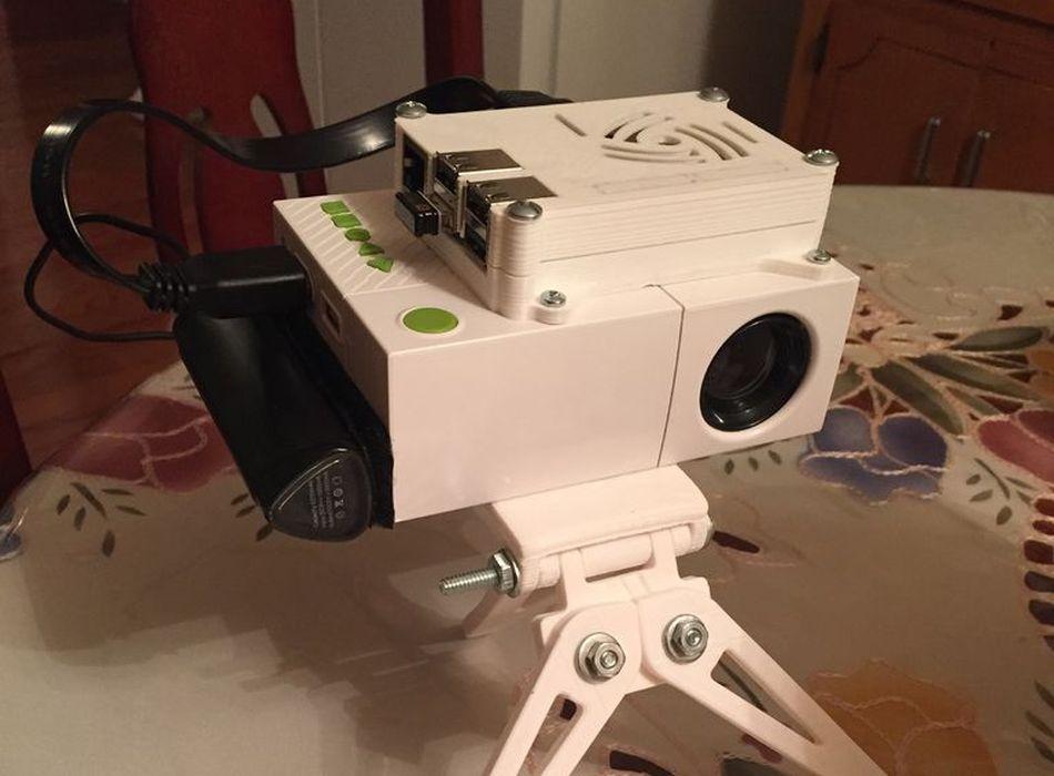 Pi-Go Portable: Tragbare Retro-Konsole mit Projektor