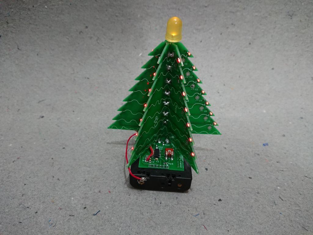 Eine Platine aus Weihnachtsbaum? Ja, genau! (Foto: Instructables)