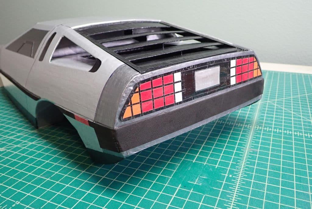 DIY DeLorean: Papp-Flitzer aus Zurück in die Zukunft