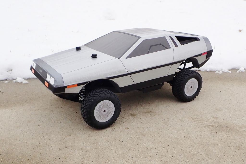 Ein DeLorean aus Pappe. (Foto: Instructables)