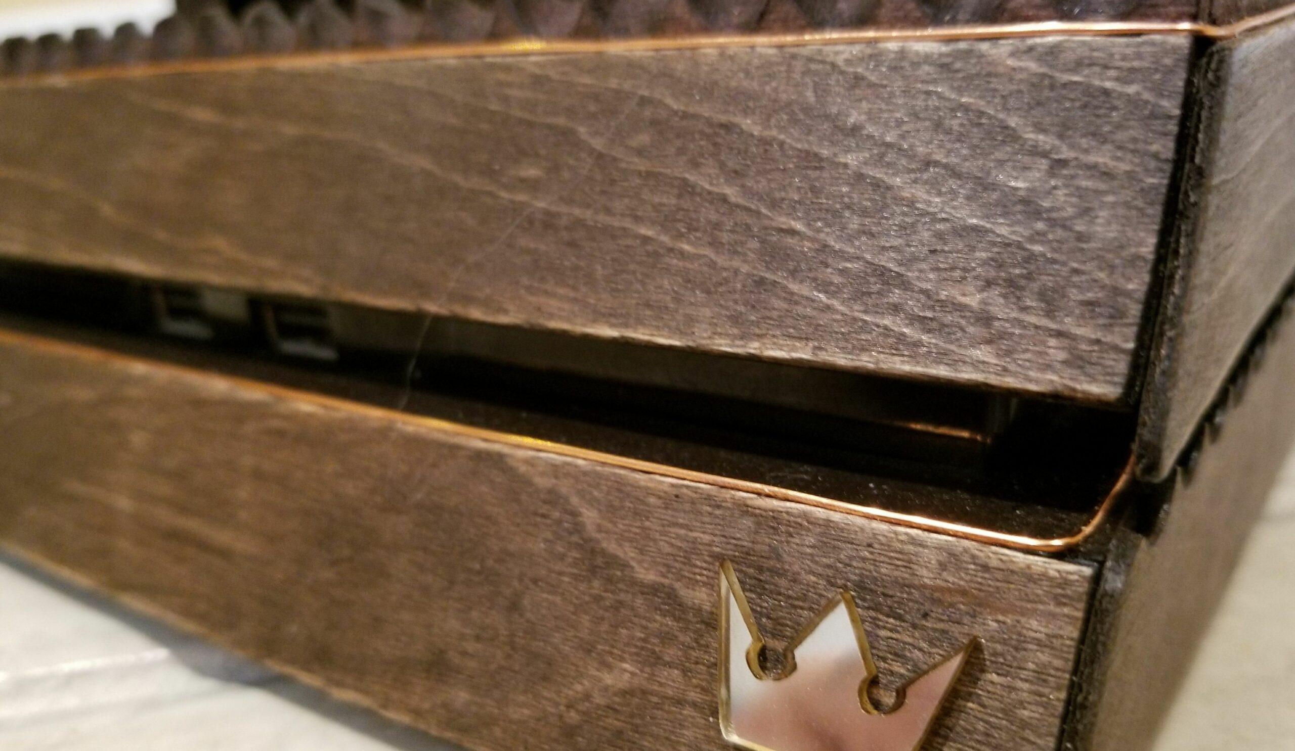 Diese PlayStation 4 bietet eine Besonderheit. (Foto: MakoMod)