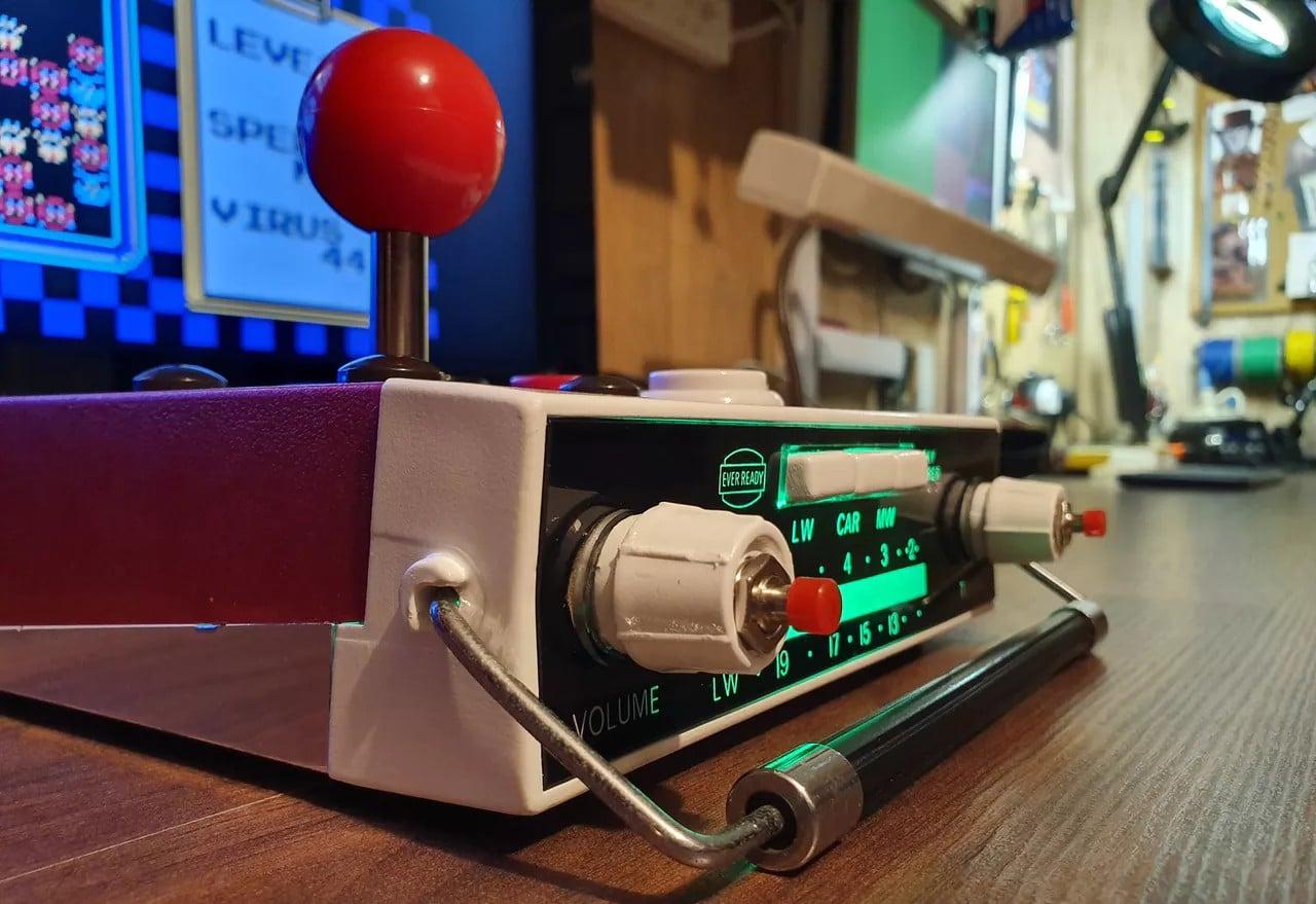 Eine Spielkonsole? Ein Autoradio? Beides! (Foto: Martin Mander)