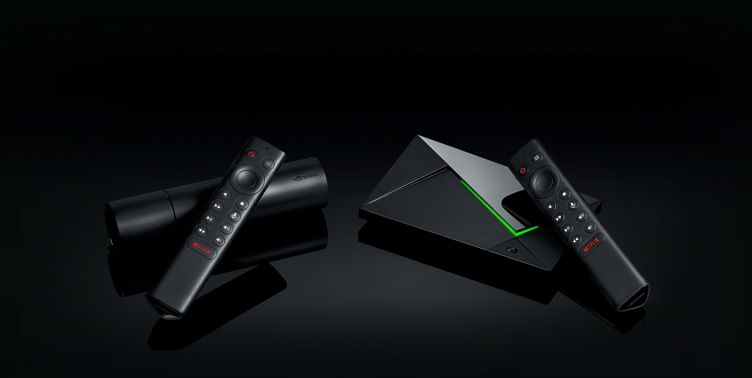 Links der neue Shield TV, rechts der Shield TV Pro. (Foto: Nvidia)