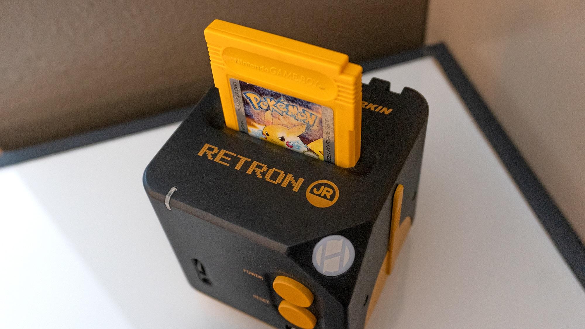 Retro trifft auf HD - der RetroN Jr. spielt eure alten Gameboy-Module ab. (Foto: Gizmodo)