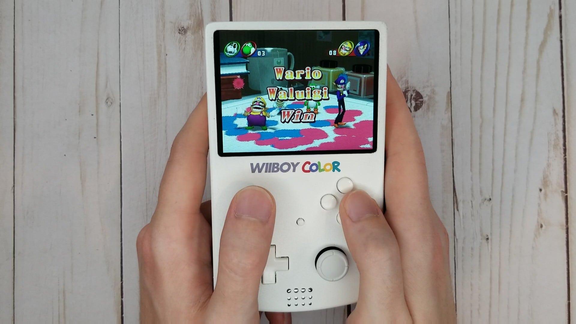 Eine wirklich toller Handheld-Konsole - der WiiBoy Color. (Foto: GingerOfMods)
